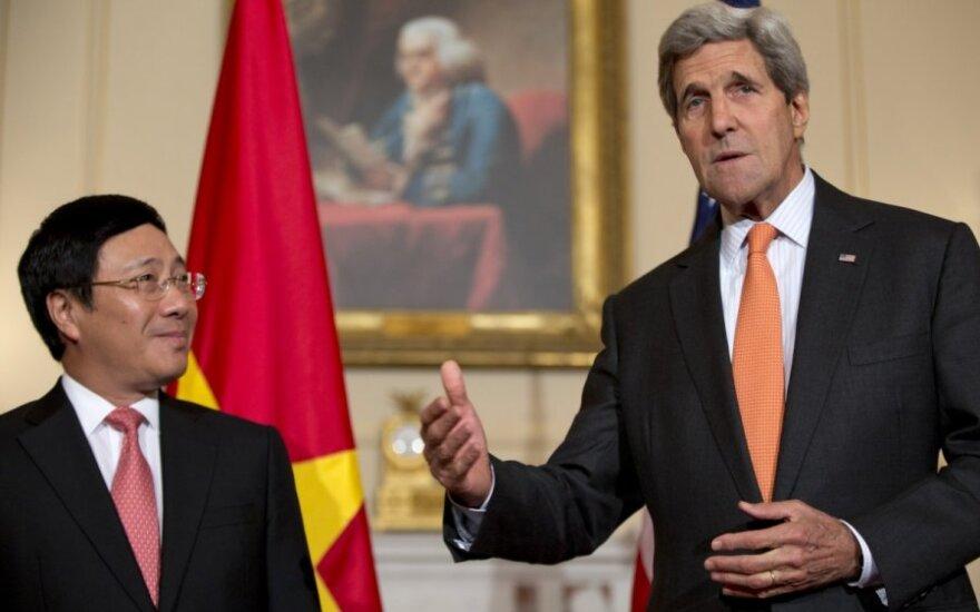 США частично снимают эмбарго на поставки оружия Вьетнаму