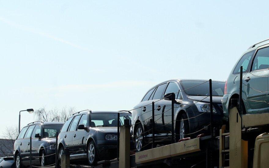Продажи автомобилей в России упали почти на 40%
