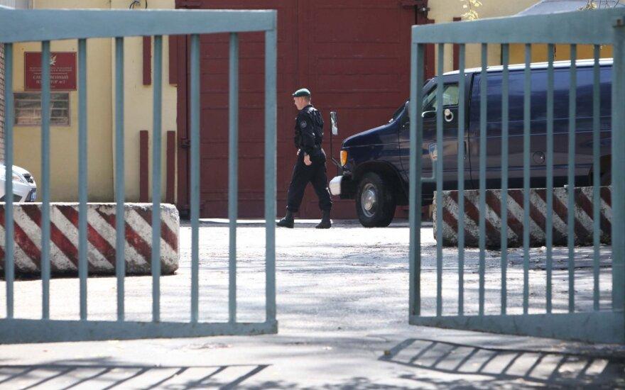 """Омбудсмены России и Украины прибыли в колонию """"Белый медведь"""" для встречи с Сенцовым"""