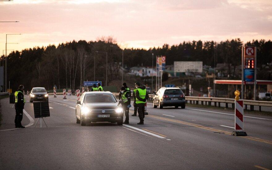 Жители Литвы правила не выполняют: на данный момент в разные города не впустили больше 10 000 авто