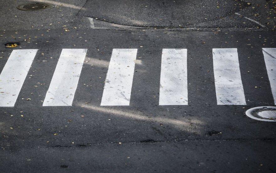 72-летний водитель на переходе сбил пожилую женщину