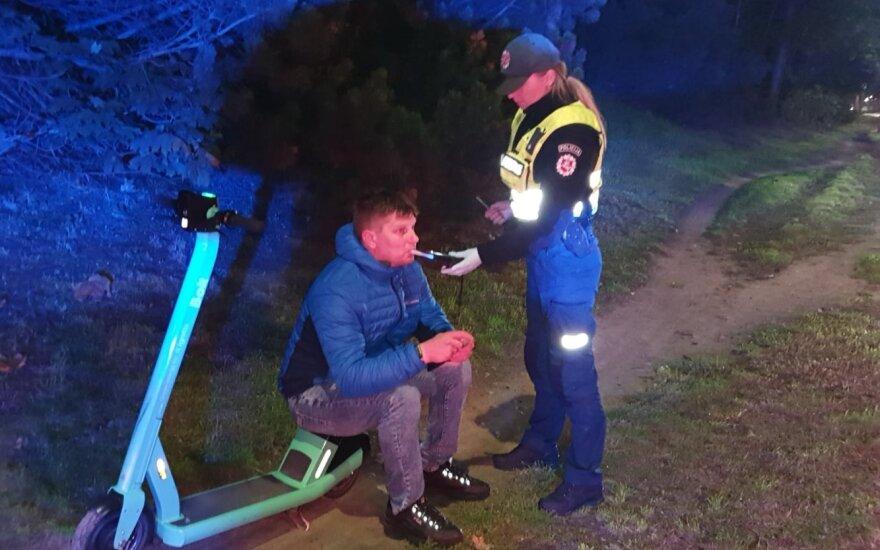 Пройдет особый рейд: полиция будет проверять людей на самокатах