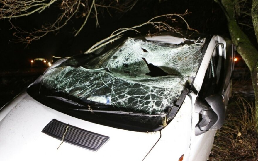 Nissan Primaster avarija dėl plikledžio Pagėgių rajone