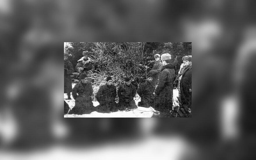 """""""Smeršas"""" turėjo visus įgaliojimus sušaudyti savus, Raudonosios armijos, karius vien įtarus """"priešiškais veiksmais"""". Net patekę į nelaisvę sužeisti kariai buvo laikomi išdavikais, leidyklos """"Briedis"""" nuotr."""