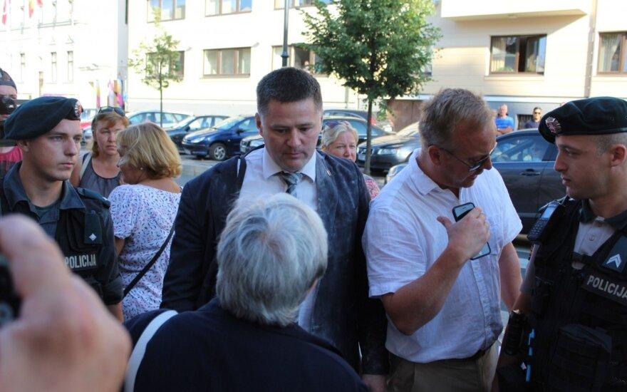 Комиссия Клайпедского самоуправления видит основания для обращения в суд по поводу Титова