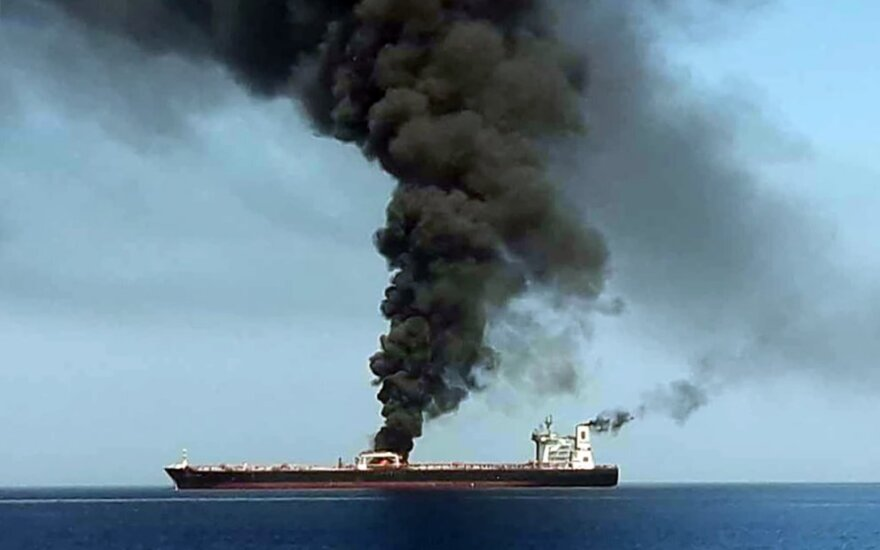 Omano sąsiauryje užpulti du tanklaiviai