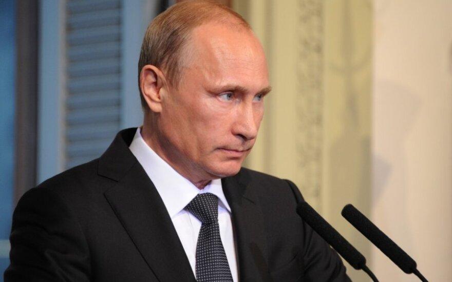 """Путин предложил """"крайне аккуратно"""" ответить на санкции Запада"""