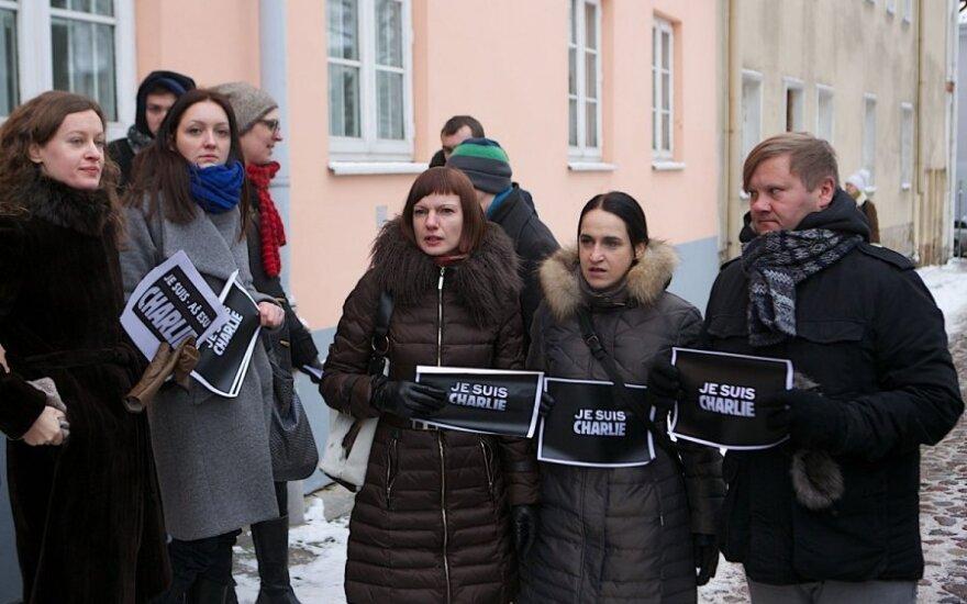 Žurnalistų palaikymo akcija prie Prancūzijos ambasados