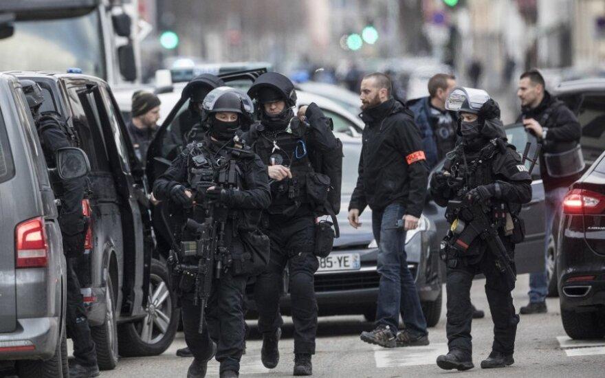 Išpuolio Strasbūre vykdytojo ieškanti policija surengė reidą miesto pietiniame rajone