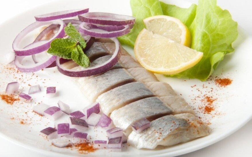 Polacy jedzą coraz mniej śledzi. Prawie cztery razy mniej niż Norwegowie