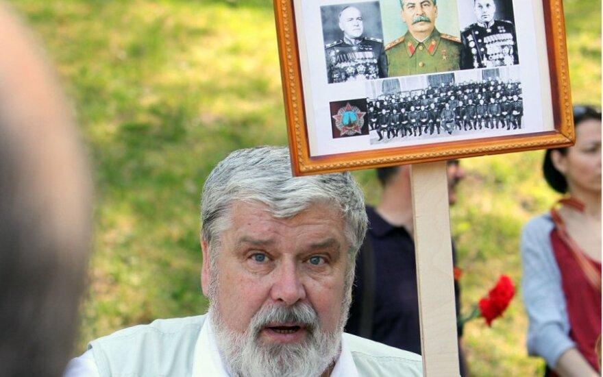 Ведется расследование в отношении Иванова, державшего портрет Сталина