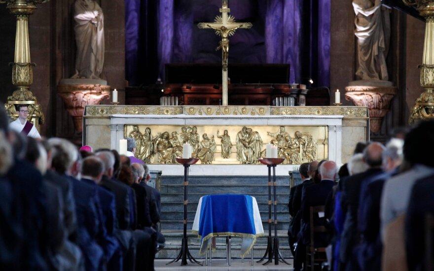 Paryžiuje vyksta velionio prezidento Chiraco laidotuvių pamaldos