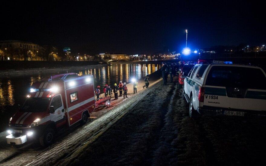 В центре Вильнюса в реку съехал автомобиль
