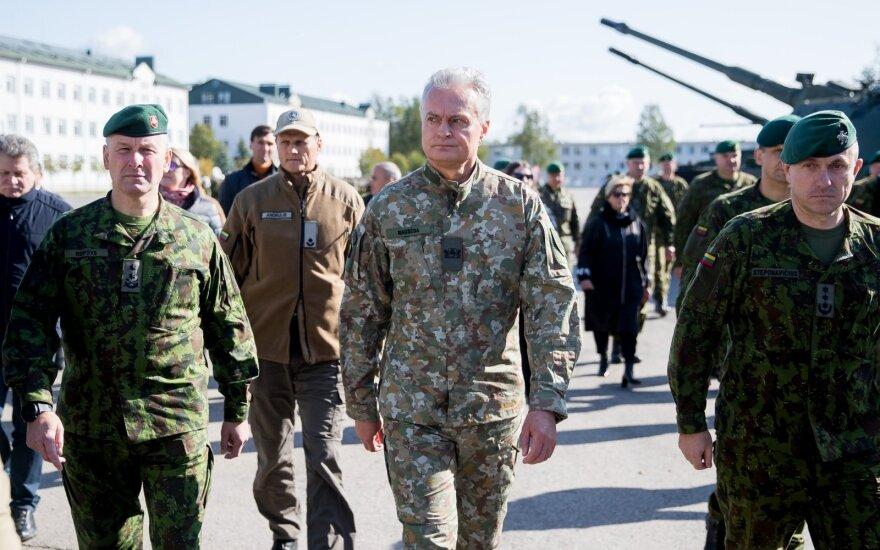 Президент Литвы впервые посетил Литовскую армию
