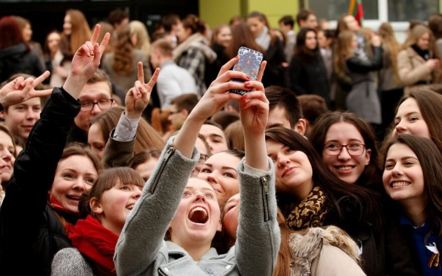 900 каунасских гимназистов отблагодарили Литву