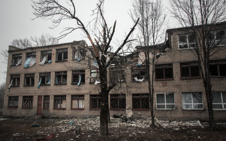 Украинские военные: обстрелов в Донбассе стало вдвое меньше
