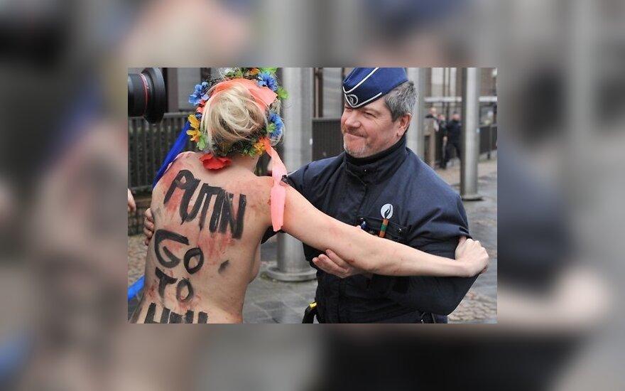 FEMEN разделись в день приезда Путина в Брюссель
