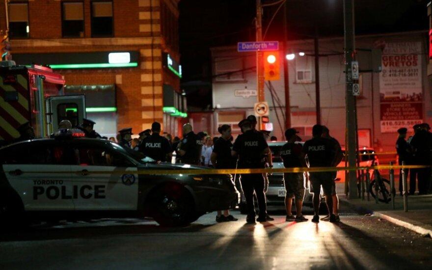 Kanados policija įvykio vietoje po susišaudymo Toronte