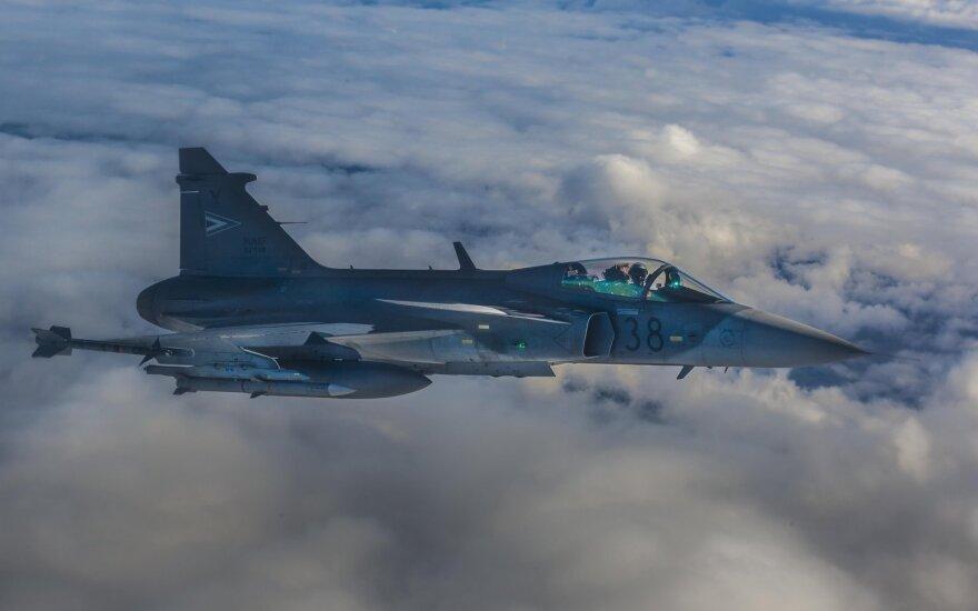 Истребители НАТО сопроводили шесть российских военных самолетов
