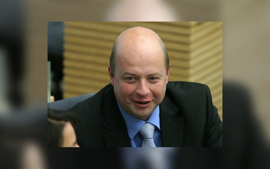"""Проблему """"прогулов"""" депутатов Бабилюс предлагает решать путем оборудования курилки"""