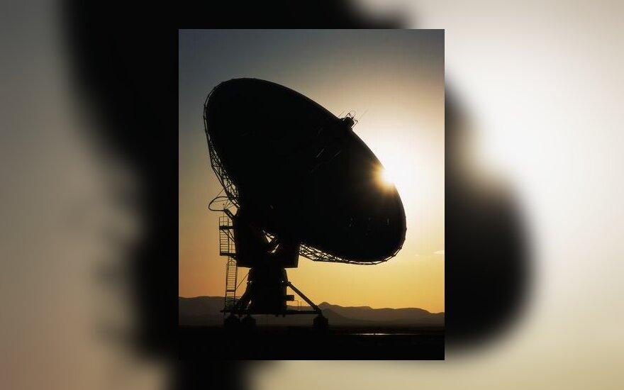 Palydovinė lėkštė, siųstuvas, antena, ryšys