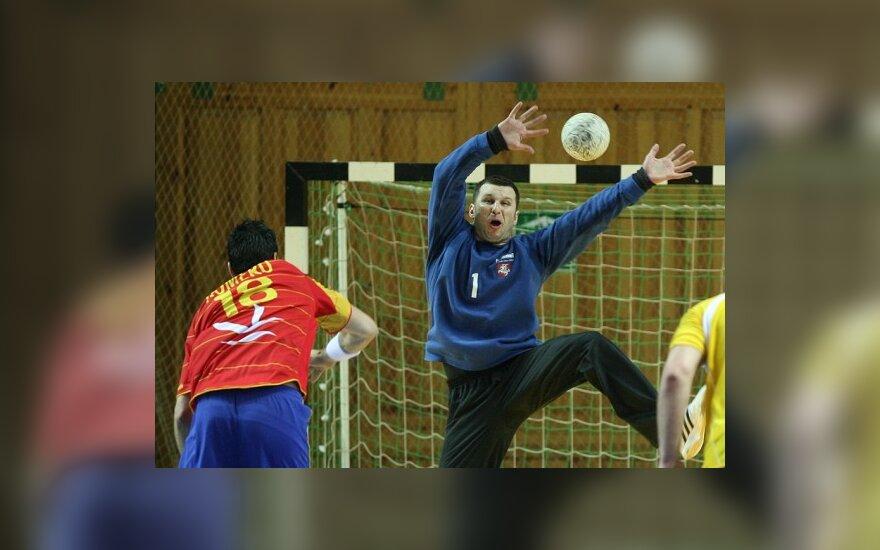 Литовские гандболисты уступили испанцам