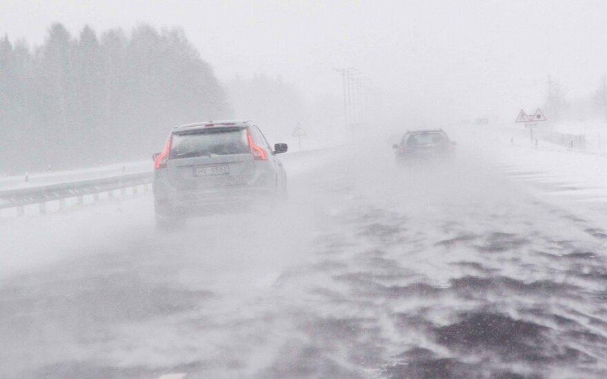 К Литве приближается опасный циклон: ожидается сильный ветер, метель и похолодание