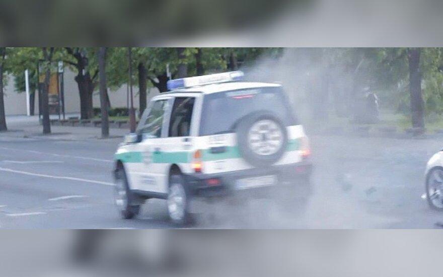 Vaizdo kamera užfiksavo, kaip Šiauliuose į avariją pateko policijos automobilis