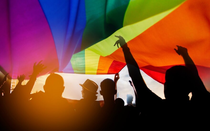 Лина Авертене. Чем и кому опасны геи?