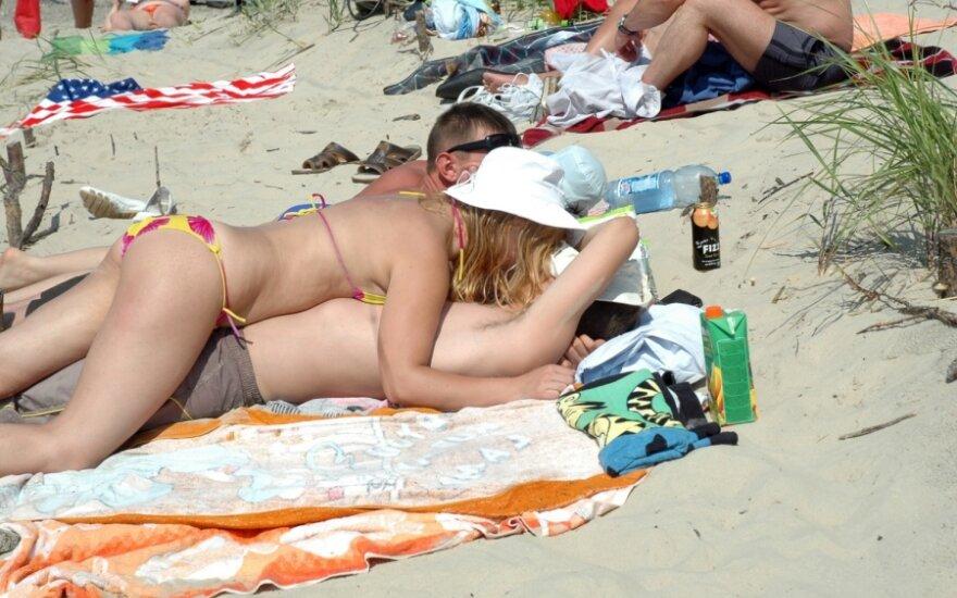 На пляже в Клайпеде – пьяные оргии