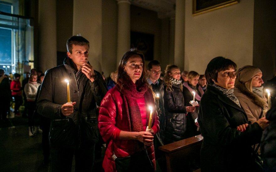 Епископы Литвы призывают встретить Пасху совместными молитвами по ТВ и радио