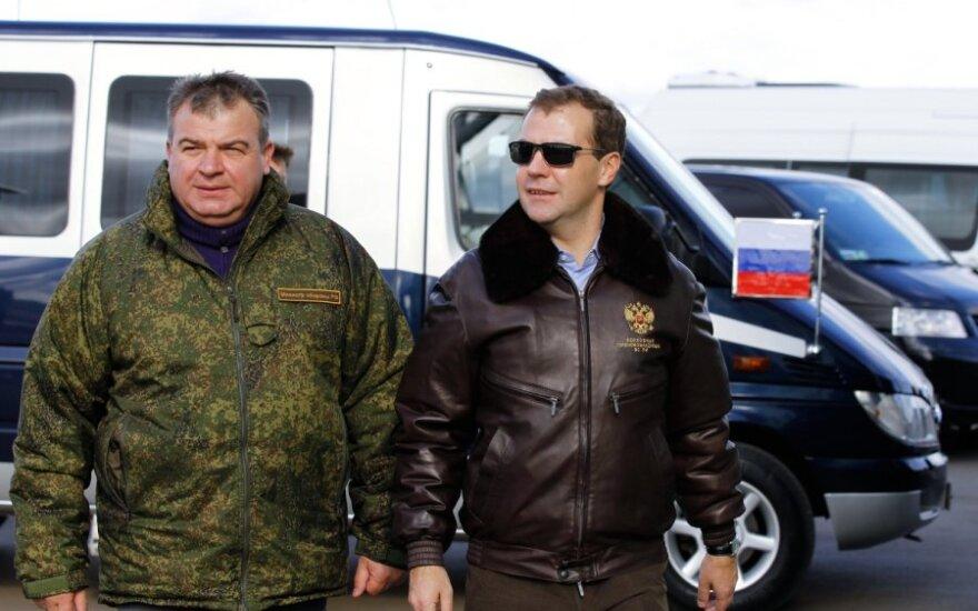Anatolijus Serdiukovas ir Dmitrijus Medvedevas