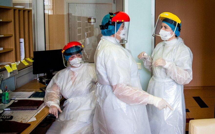 Работник больницы и ребенок заболели коронавирусом, в центре внимания - детсад