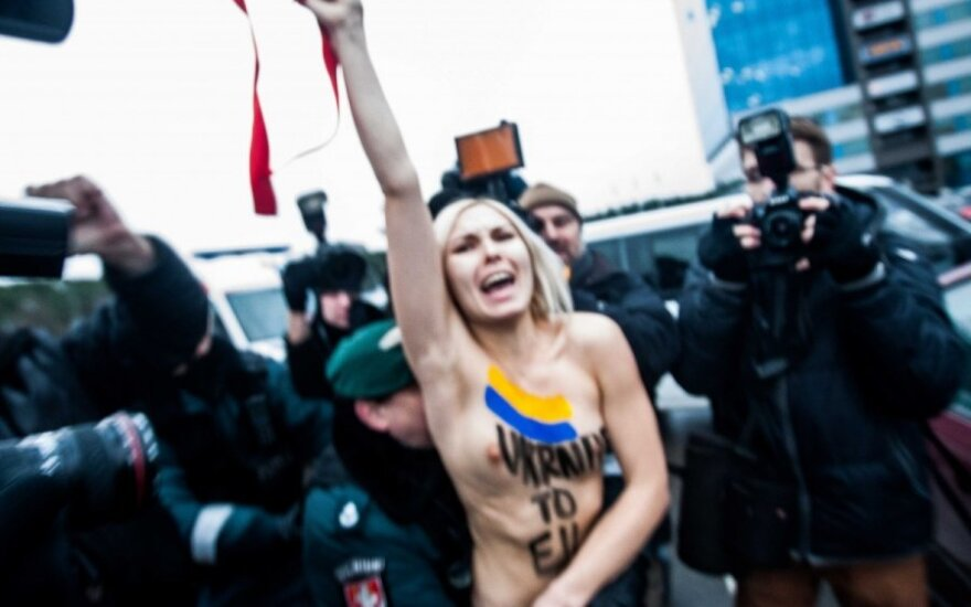 FEMEN в Литве встали грудью за евроинтеграцию Украины