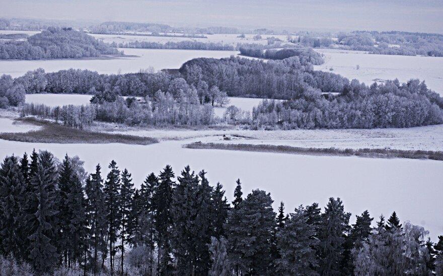 Словно в сказке: в центре озера остров, на котором живут люди