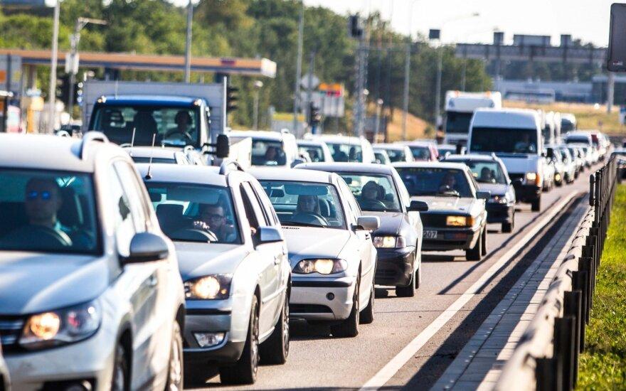 Korki w miastach kosztują każdego kierowcę średnio 1 tys. euro