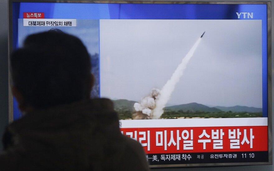 Šiaurės Korėja paleido kelias mažo nuotolio raketas