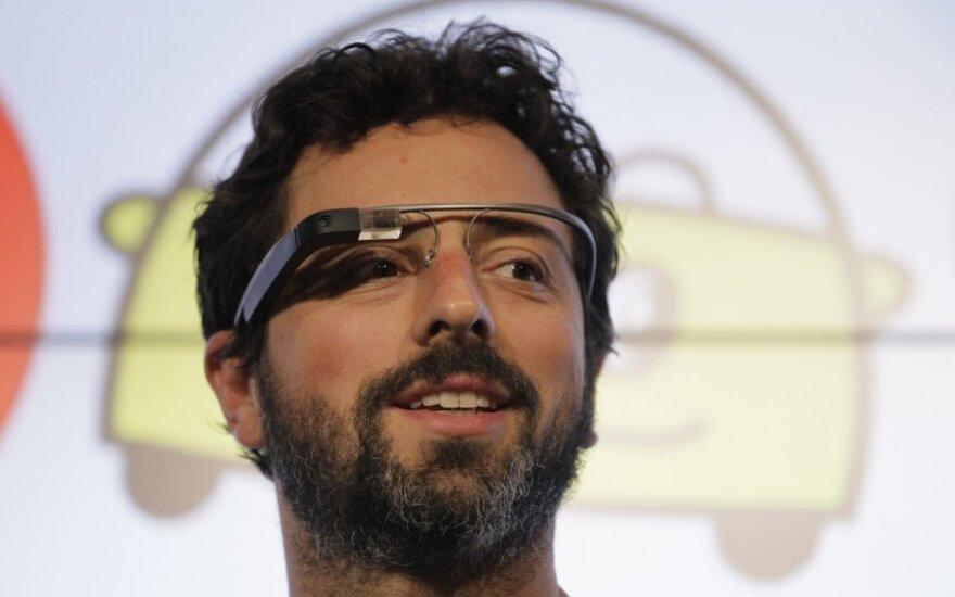 """Sergejus Brinas su papildytos realybės akiniais """"Google Glass"""""""