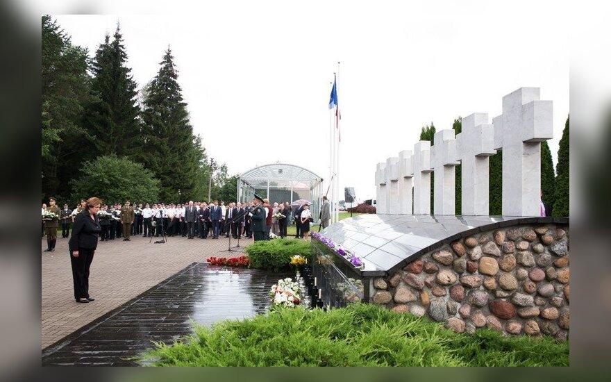 Президент Литвы встретится с родственниками пограничников, погибших в Медининкай