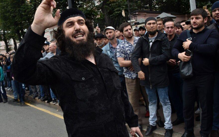 Сотни мусульман пикетируют посольство Мьянмы в центре Москвы