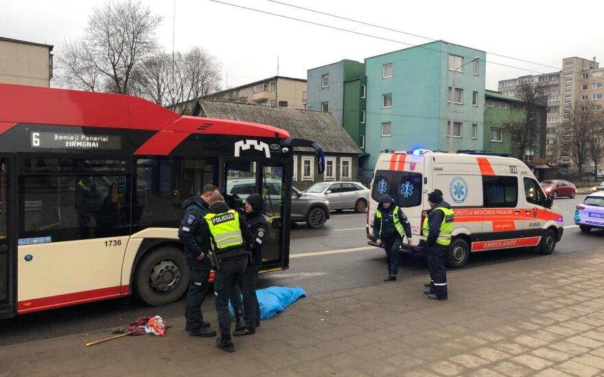 В Вильнюсе троллейбус переехал мужчину, пострадавший скончался