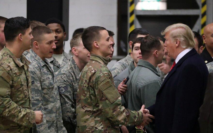 D. Trumpas Irake