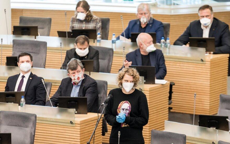 Депутатам парламента Литвы - респираторы и перчатки, их помощникам одна одноразовая маска на три недели