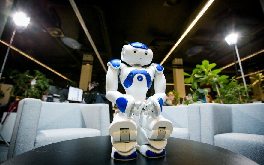 Японская страховая компания первой в мире заменит штат сотрудников на роботов