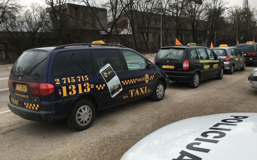 Таксисты в Вильнюсе протестуют против Uber