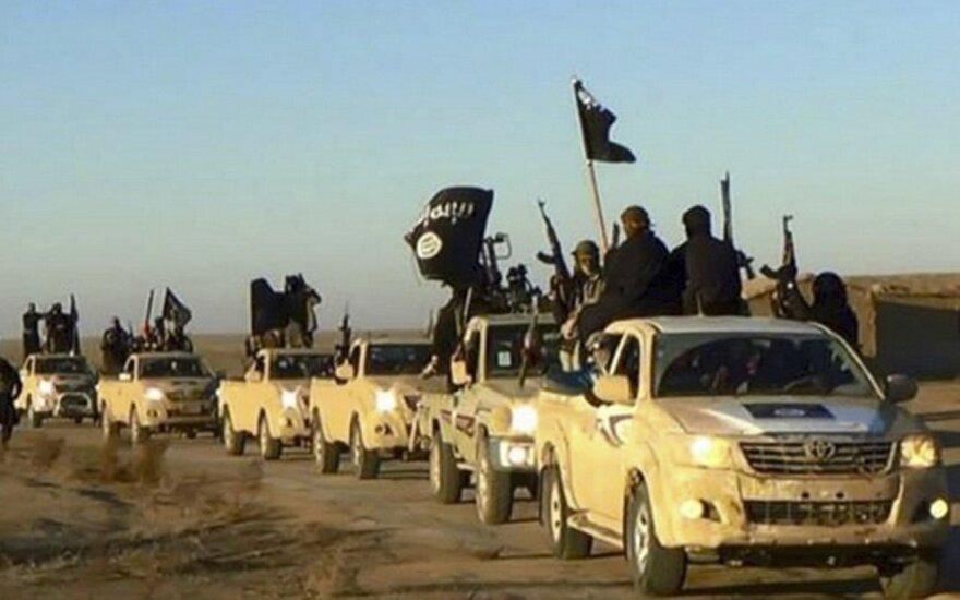 ISIS troops in Raka