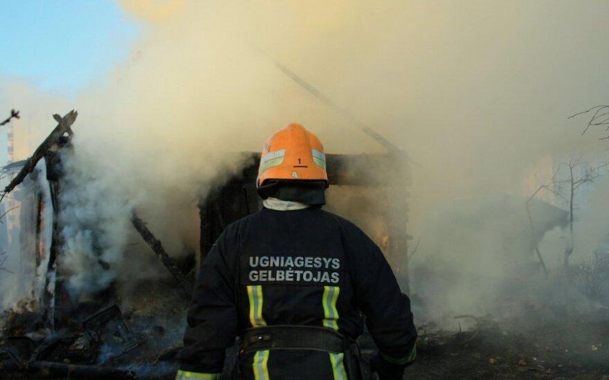 В заброшенном здании в центре Клайпеды сгорел бездомный