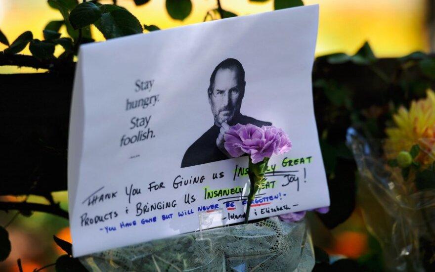 Pasaulis atsisveikina su Steve'u Jobsu