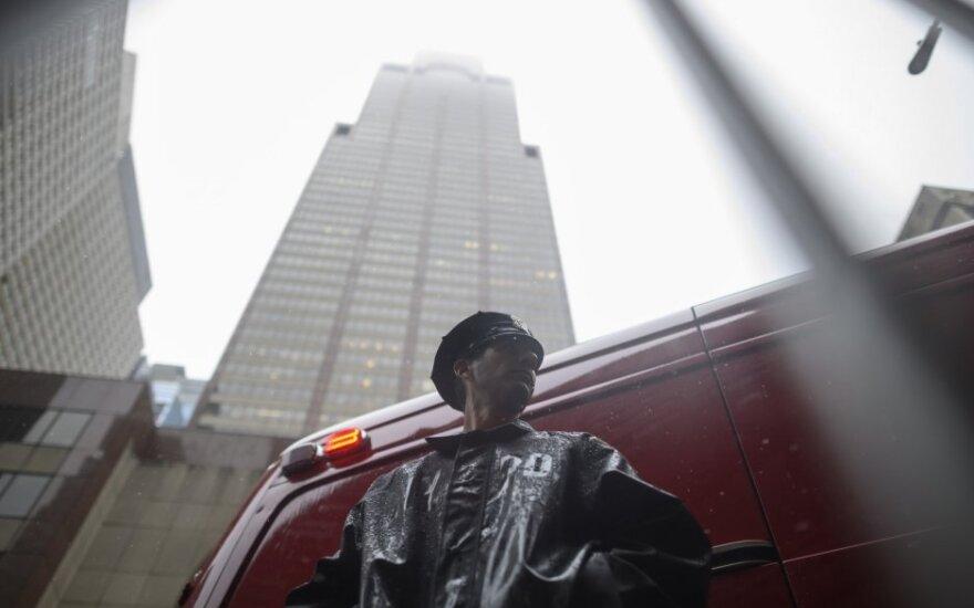 Manhatane ant dangoraižio sudužus sraigtasparniui žuvo žmogus
