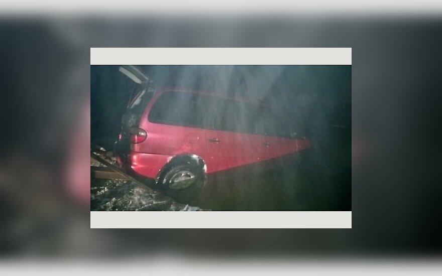 Машина латвийцев провалилась во льду Чудского озера